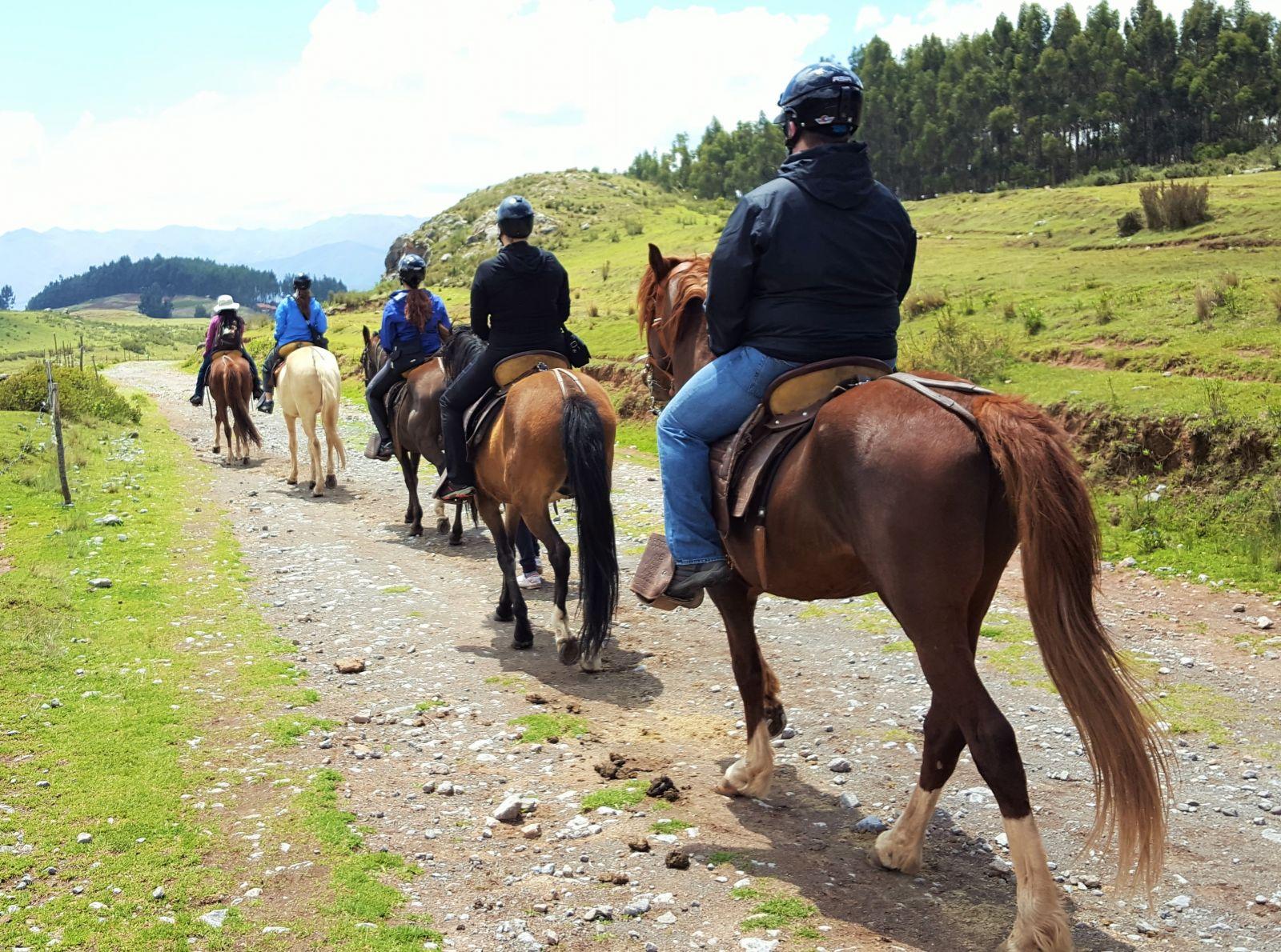 horseback-riding-cusco